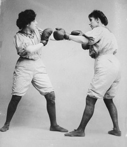 he Bennett Sisters – This picture was taken between 1910 and 1915 and the sisters were not professional boxers but a Vaudeville Act. They wrestled, too.